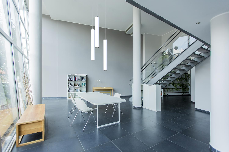 Pillar rectangular pendants over a modern dining room