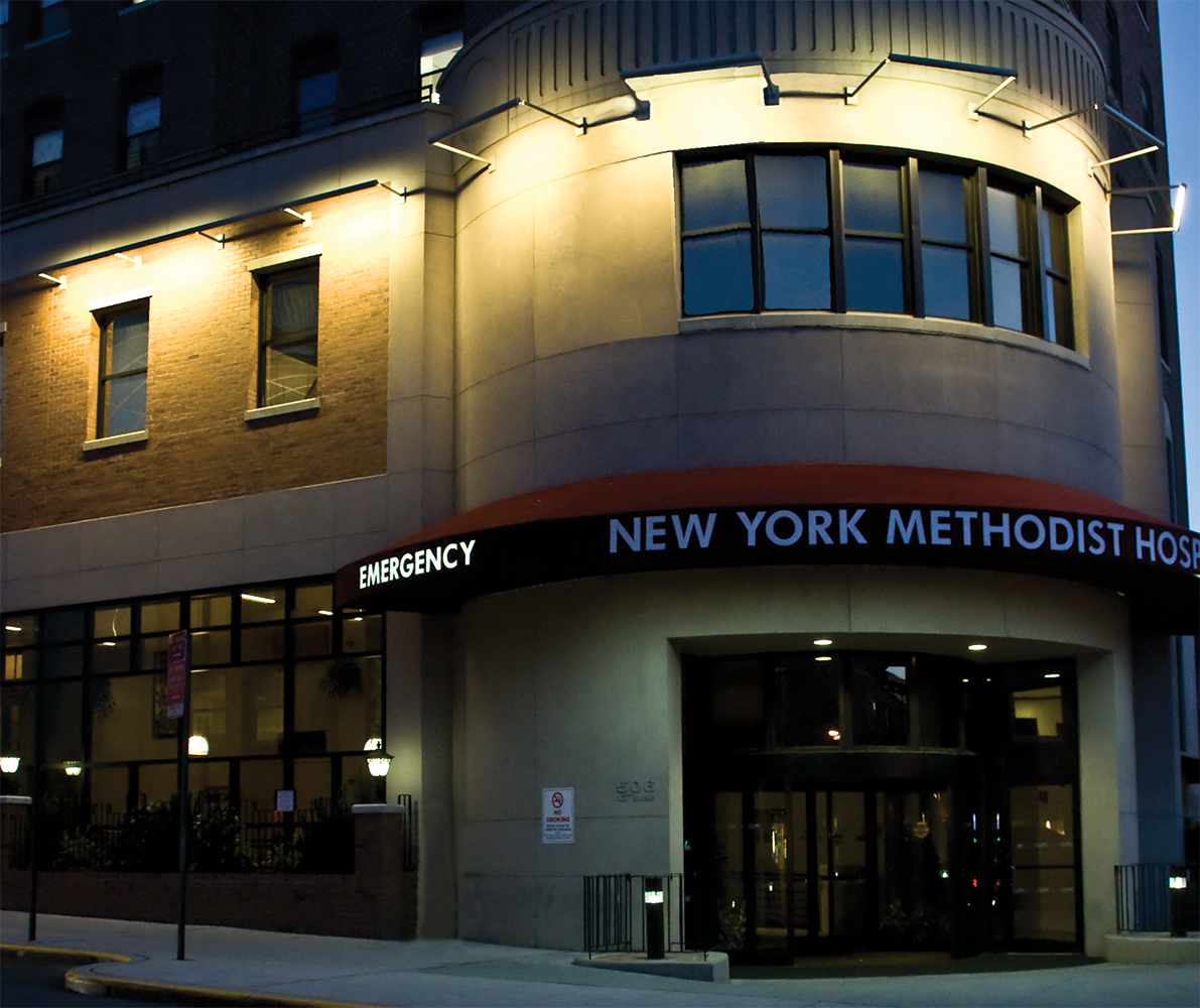 Advantus exterior lighting luminaires shine on the New York Methodist Hospital.