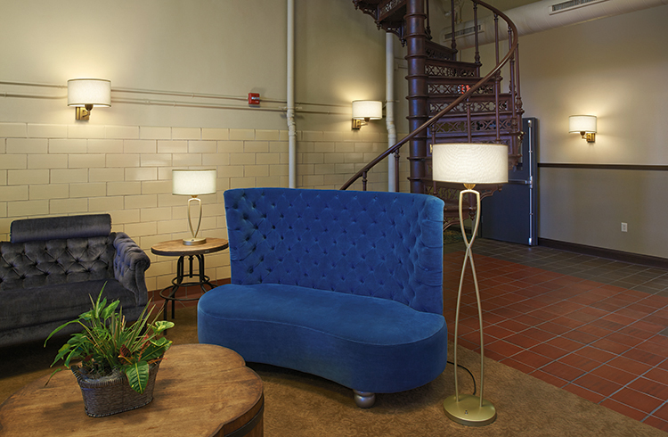 Allegro - Brewhouse Inn and Suites (Wall Table and Floor Lamp)