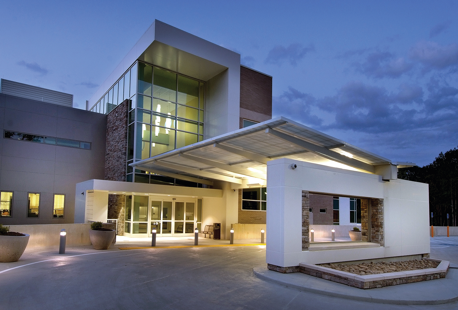 Sequence pendants are visible from the exterior of a windowed lobby for open, attractive healthcare design.