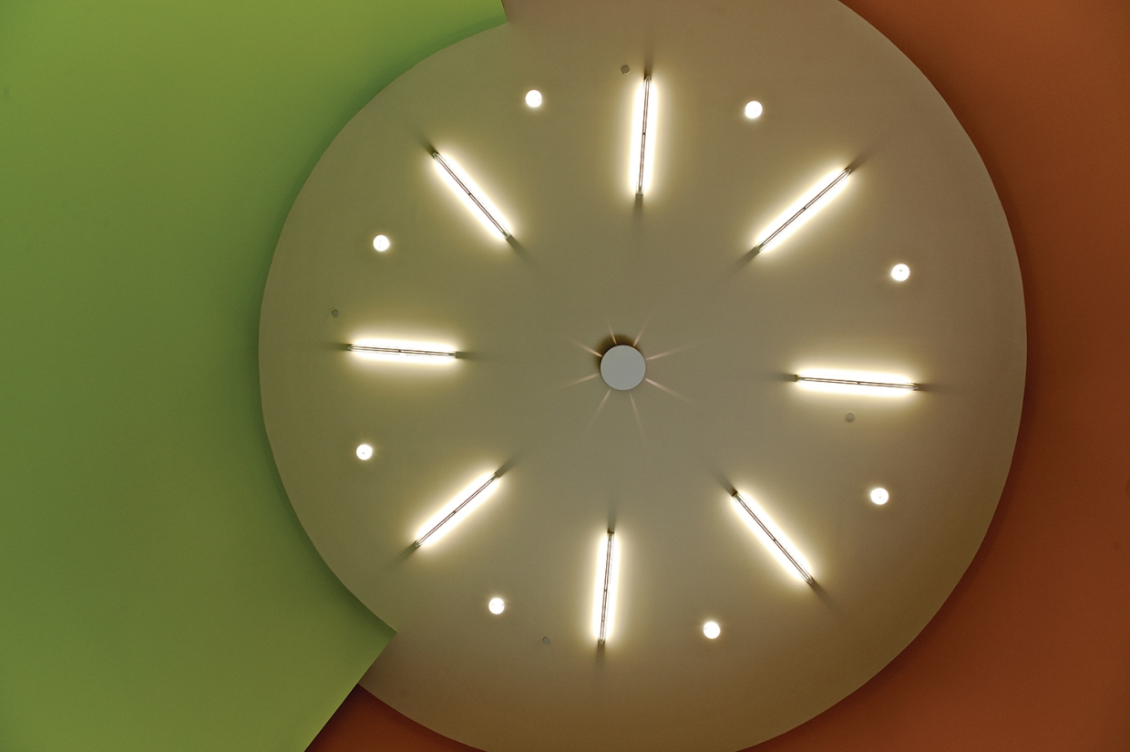 Ether ceiling mounted luminaires in a circular design for an education lighting application